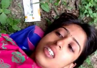 Cute Desi Gf Outdoor Captured