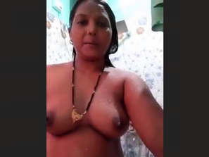 Horny mature bhabhi bathing