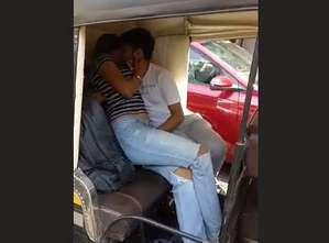 Horny couple fun in autorickshaw