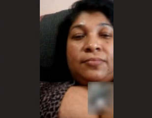 SL Bhabhi Showing On Video Call