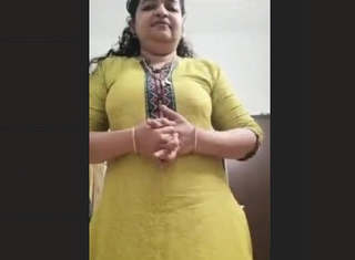Sexy mallu Aunty 1 More New CLip Must Watch Guys