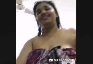 Sexy Bhabhi Bathing On video Call