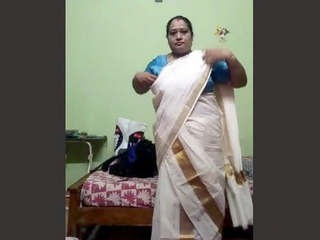 Mallu Aunty Changong Cloths