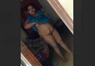 Desi aunty Flashing Pussy For Debar